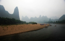 漓江雨雾图片