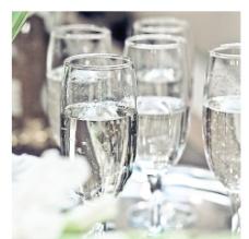 浪漫酒杯图片