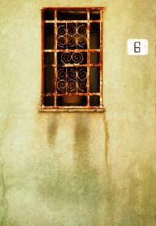 古老房子上的窗户图片