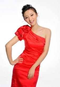 高清红色露肩礼服气质清纯美女王若涵图片