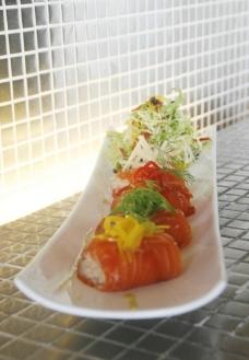 三文鱼包饭图片