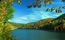 秋日湖景图片
