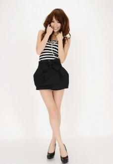 高清短裙长腿长发苗条漂亮美女图片