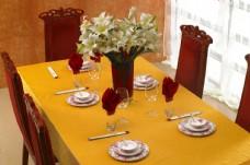 餐桌与盘碗筷