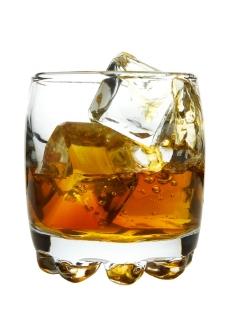 玻璃杯洋酒图片