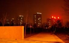 郑州东风渠圣菲城夜景图片